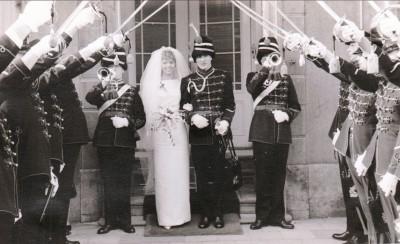 Huwelijk Wmr Kooijmans met trompetters 18 feb 1965 01