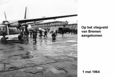64-05-01 6 Op het vliegveld Bremen aangekomen-a