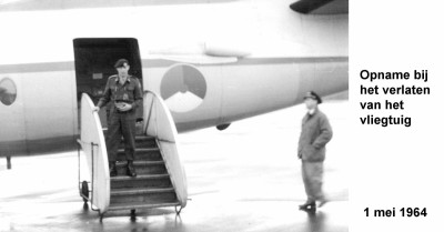 64-05-01 7 Opname bij verlaten vliegtuig-a