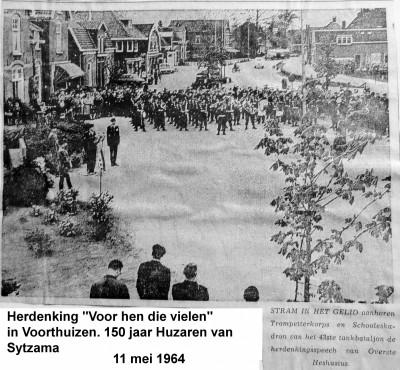 64-05-11 1 Voorthuizen. Herdenking voor hen die vielen. 150 jaar Huzaren -a