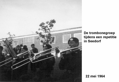 64-05-22 De trombonegroep tijdens repetitie in Seedorf-a
