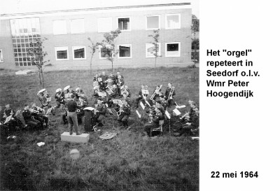 64-05-22 Het 'orgel' repeteert in Seedorf-a