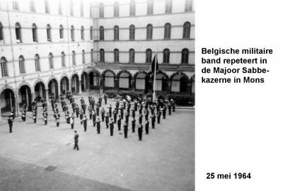 64-05-25 4 Belgisch orkest repeteert in Majoor Sabbekazerne in Mons-a