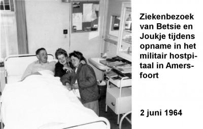 64-06-02 Ziekenbezoek tijdens opname in Militair Hospitaal-a