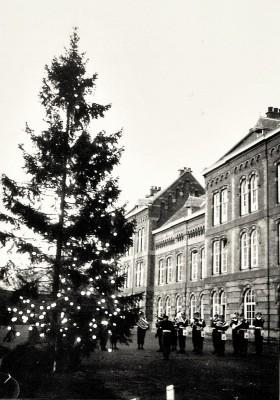image45c Inwijding kerstboom 18 december 1964